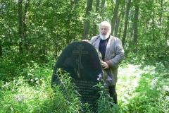 11. Arkkipiispa Leo ja Makkosten sukuseuran pystyttämä muistokivi (Manssila)
